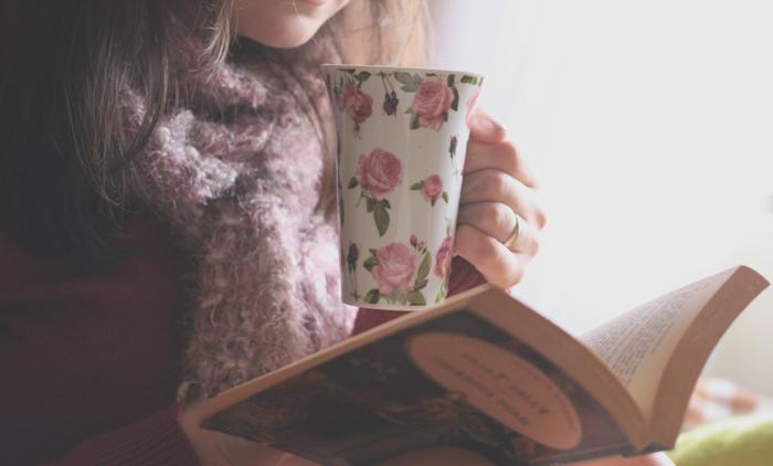 Чашку чаю выпью в стужу, а роман согреет душу